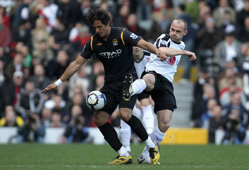 LONDON, ENGLAND - MARCH 21:  Roque Santa Cruz of Manchester City and Danny Murphy of Fulham battle for the ball during the Barclays Premier League match between Fulham and Manchester City at Craven Cottage on March 21, 2010 in London, England.  (Photo by