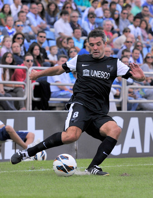 Jérémy Toulalan preparing to strike the ball