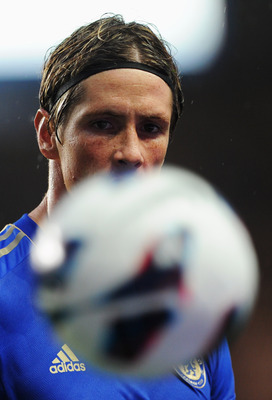 LONDON, ENGLAND - AUGUST 25:  Fernando Torres of Chelsea watches the ball during the Barclays Premier League match between Chelsea and Newcastle United at Stamford Bridge on August 25, 2012 in London, England.  (Photo by Michael Regan/Getty Images)