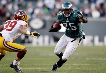 PHILADELPHIA, PA - DECEMBER 23: LeSean McCoy #25 of the Philadelphia Eagles avoids a tackle by Richard Crawford #39 of the Washington Redskins at Lincoln Financial Field on December 23, 2012 in Philadelphia, Pennsylvania.  (Photo by Alex Trautwig/Getty Im