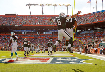 New York Jets tight end Dustin Keller celebrating a touchdown in Miami on Jan.1.