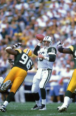 Vinny Testaverde returned to lead the Jets to an impressive season opening win in Green Bay.