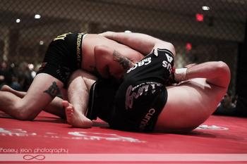 Bill Friday locks in a tight guillotine choke on Kurtis Ehrhorn. (Photo: Kasey Noll Kasey Jean Photography)