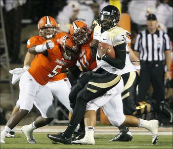 Idaho-quarterback-dominique-blackman-is-sacked_display_image