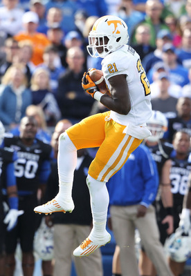 LEXINGTON, KY - NOVEMBER 26:  Da'Rick Rogers #21 of the Tennessee Volunteers catches a pass    during the game against the Kentucky Wildcats at Commonwealth Stadium on November 26, 2011 in Lexington, Kentucky.  (Photo by Andy Lyons/Getty Images)