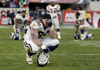 Chris Hovan and other Vikings couldn't bear to look after Nathan Poole's miracle catch knocked them out of the playoffs in the 2003 season finale