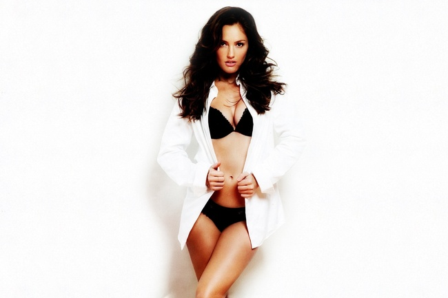 8minkakelly-desktopexchange_crop_650