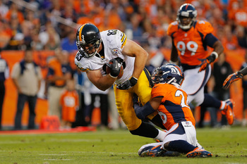 Heath Miller hauls in a pass.