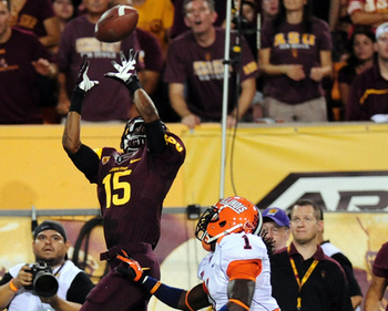 Arizona State wide receiver Rashad Ross goes up for a catch over an Illini defender. (Via sbnation.com)