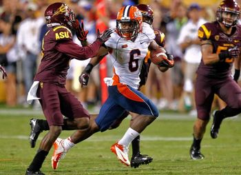 Illinois running back Josh Ferguson rushes against Arizona State. (Via mysanantonio.com)