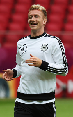 Marco Reus has the ability to control the ball with both feet, making him dangerous on the wing.