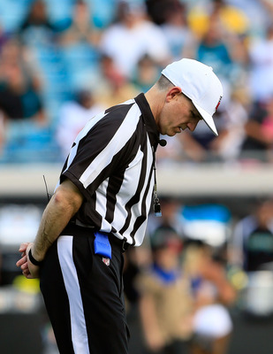 The replacement officials looked unsure and overwhelmed in the Redskins-Rams matchup.