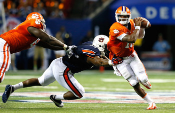 Auburn forcing Boyd out of the pocket in Week 1