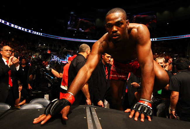 12_ufc145_jones_evans-1_crop_650x440