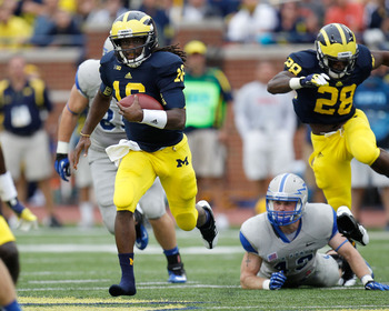Denard Robinson running away from the defense