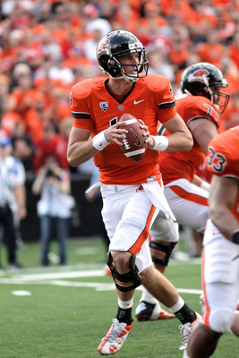 UCLA can't let Sean Mannion be comfortable in the pocket