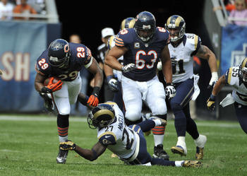 Roberto Garza (63) anchored the offensive line which cleared the way for the Bears yesterday.