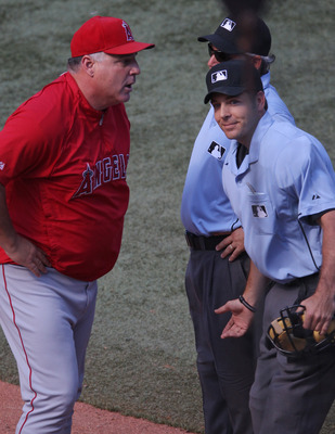 Scioscia arguing with umpires