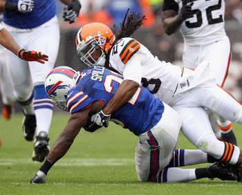 C.J. Spiller hurts his shoulder versus the Browns
