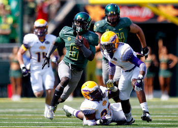 EUGENE, OR - SEPTEMBER 15:  De'Anthony Thomas #6 of the Oregon Ducks runs for a touchdown in the 1st quarter against the Tennessee Tech Golden Eagles on September 15, 2012 at the Autzen Stadium in Eugene, Oregon.  (Photo by Jonathan Ferrey/Getty Images)