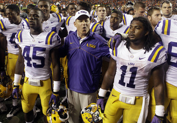 LSU head coach Les Miles (center)