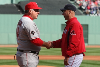 Mike Scioscia and Terry Francona shake hands.