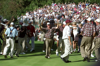 Justin Leonard celebrates his Cup-winning 45-foot putt