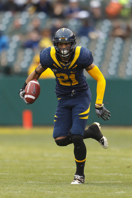 Nov 5, 2011; San Francisco CA, USA;  California Golden Bears wide receiver Keenan Allen (21) rushes up field after a pass reception against the Washington State Cougars during the first quarter at AT&T Park.  California defeated Washington State 30-7. Man