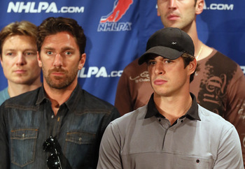 Sidney Crosby (right) and Henrik Lundqvist (left) showing their anti-lock out support at an NHLPA member meeting.