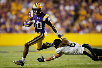 BATON ROUGE, LA - SEPTEMBER 15:  Russell Shepard #10 of the LSU Tigers avoids a tackle by Aaron Grymes #6 of the Idaho Vandals at Tiger Stadium on September 15, 2012 in Baton Rouge, Louisiana.  (Photo by Chris Graythen/Getty Images)
