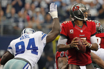 Josh Freeman looked uncertain against the Dallas Cowboys.