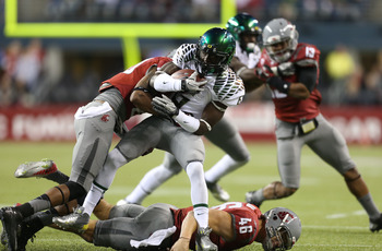 SEATTLE, WA - SEPTEMBER 29:  Running back De'Anthony Thomas #6 of the Oregon Ducks rushes against safety Deone Bucannon #20 of the Washington State Cougars on September 29, 2012 at CenturyLink Field in Seattle, Washington.  (Photo by Otto Greule Jr/Getty