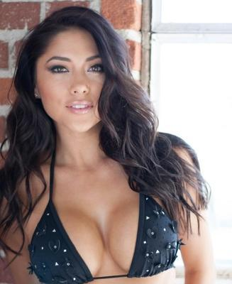 Image via @AriannyCeleste