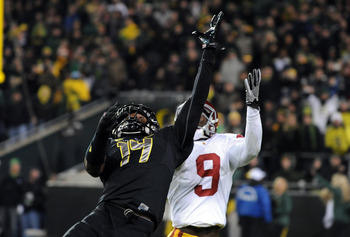 EUGENE, OR - NOVEMBER 19: Cornerback Ifo Ekpre-Olomu #14 of the Oregon Ducks goes up in a vain attempt to knock down a pass intended for wide receiver Marqise Lee #9 of the USC Trojans during the  third quarter at Autzen Stadium on November 19, 2011 in Eu