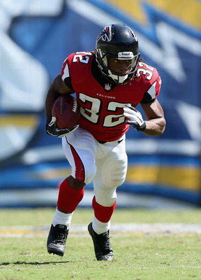 SAN DIEGO, CA - SEPTEMBER 23:  Running back  Jacquizz Rodgers #32 of the Atlanta Falcons carries the ball against the San Diego Chargers in the second half at Qualcomm Stadium on September 23, 2012 in San Diego, California. The Falcons defeated the Charge