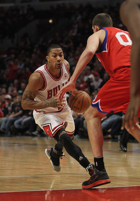 Derrick Rose drives around Spencer Hawes