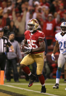 Vernon Davis scores against the Lions
