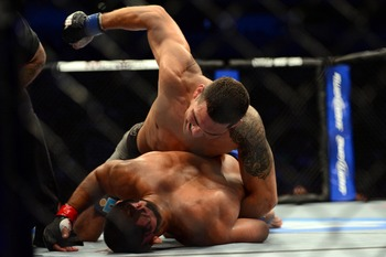 Chris Weidman delivered a massive amount of punishment to Mark Munoz.