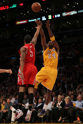 Courtney Lee (left) will try to keep pace with Kobe Bryant (right)