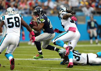 CHARLOTTE, NC - OCTOBER 07:   Marshawn Lynch #24 of the Seattle Seahawks runs with the ball against the Carolina Panthers defense during their game at Bank of America Stadium on October 7, 2012 in Charlotte, North Carolina.  (Photo by Streeter Lecka/Getty
