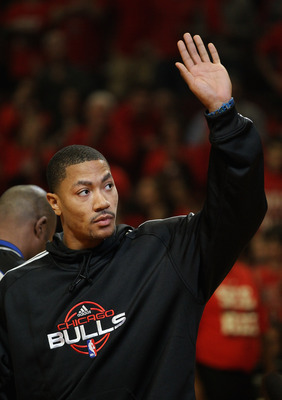 Derrick Rose waving to fans before the Bulls take on the 76ers