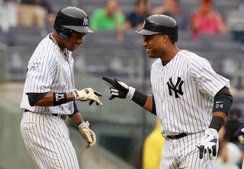 Robinson Cano and Curtis Granderson engage in a game of rock-paper-scissors.