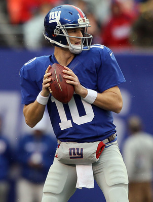 Eli Manning throws in the Giants' win against the Cleveland Browns Sunday.