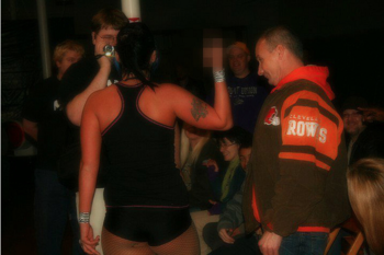 Independent women's wrestler Jessicka Havok tells a fan her feelings of him. (Photo courtesy of flickr.com)