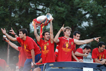MADRID, SPAIN - JULY 02: (L-R) Cesc Fabregas (C) and Fernando Llorente (R) of Spain celebrate with their team-mates and the UEFA EURO 2012 trophy after their return to Madrid following their victory in the UEFA EURO 2012 football championships on July 2,