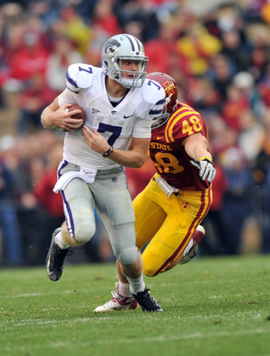 Oct 13, 2012; Ames, Iowa, USA; Kansas State Wildcats quarterback Collin Klein (7) scrambles up field against the Iowa State Cyclones during the second half at Jack Trice Stadium.  Kansas State defeated Iowa State 27-21.  Mandatory Credit: Peter G. Aiken-U