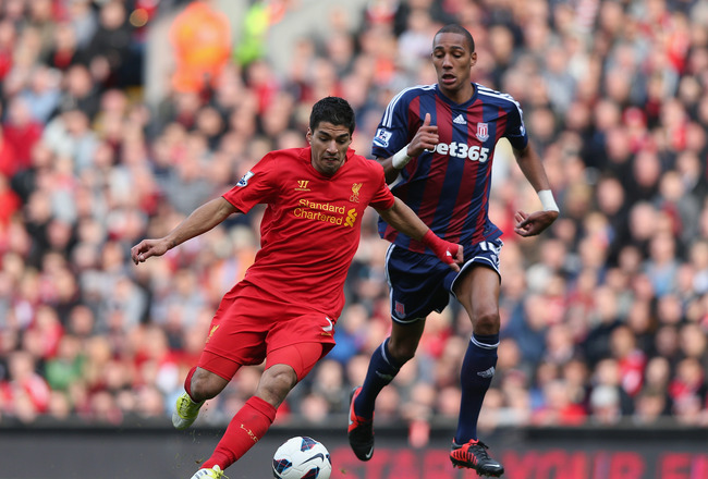 LIVERPOOL, ENGLAND - OCTOBER 07:  Steven N' Zonzi of Stoke City competes with Luis Suarez of Liverpool during the Barclays Premier League match between Liverpool and Stoke City at Anfield on October 7, 2012 in Liverpool, England.  (Photo by Clive Brunskil