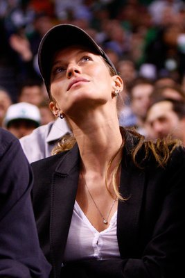 BOSTON - MAY 22:  Gisele Bundchen watches as the Detroit Pistons play against the Boston Celtics during Game Two of the 2008 NBA Eastern Conference finals at the TD Banknorth Garden on May 22, 2008 in Boston, Massachusetts. NOTE TO USER: User expressly ac