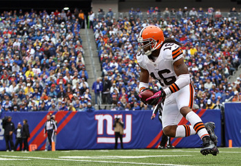 EAST RUTHERFORD, NJ - OCTOBER 07: Wide receiver Josh Cribbs #16 of the Cleveland Browns runs with the ball against the New York Giants at MetLife Stadium on October 7, 2012 in East Rutherford, New Jersey.  (Photo by Alex Trautwig/Getty Images)
