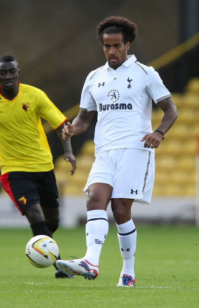 WATFORD, ENGLAND - AUGUST 05:  Tom Huddlestone of Tottenham Hotspur in action during the pre-season friendly match between Watford and Tottenham Hotspur at Vicarage Road on August 5, 2012 in Watford, United Kingdom.  (Photo by Pete Norton/Getty Images)